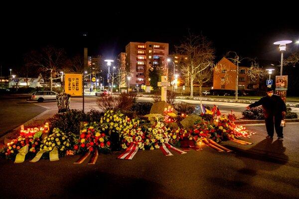 V Nemecku si pripomínajú obete streľby v Hanau.
