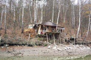 Luxury house, jeden z príbytkov pri vodnej nádrži Ružín, ktoré študent Filip Konkoľ ponúka na rekreáciu na svojej webovej stránke.