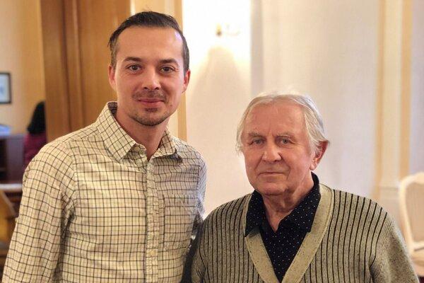 Ján Klimko starší (vpravo) so svojím bývalým zverencom a nástupcom na poste šéfa krupinského klubu Júliusom Korčokom.