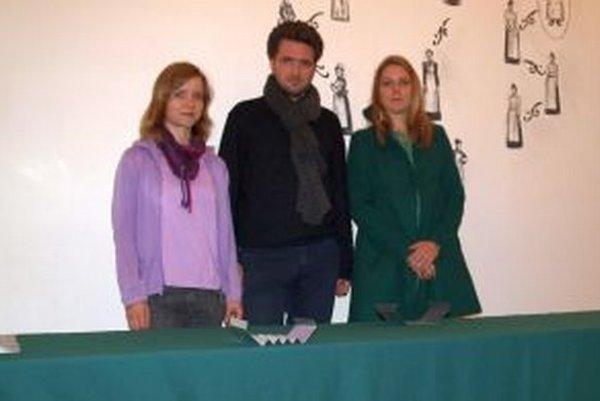 Zľava Markéta Magidová, Jan Pfeiffer a Lýdia Pribišová.