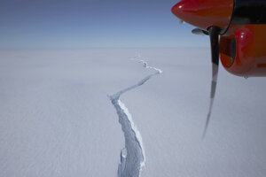 Od Antarktídy odtrhol veľký ľadovec.