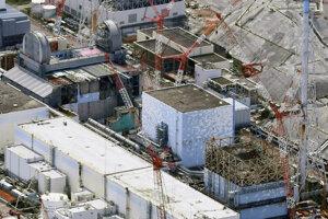 Pohľad na poškodené reaktory jadrovej elektrárne vo Fukušime.