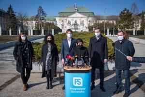Progresívne Slovensko vyzvalo premiéra na odchod.