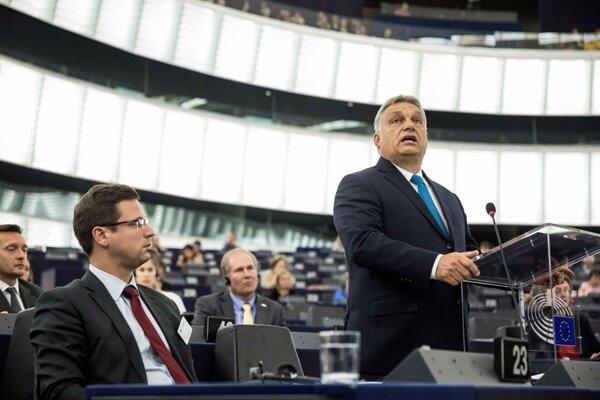 Orbán na pôde Európskeho parlamentu.