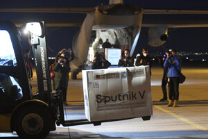Sputnik priviezli na košické letisko.