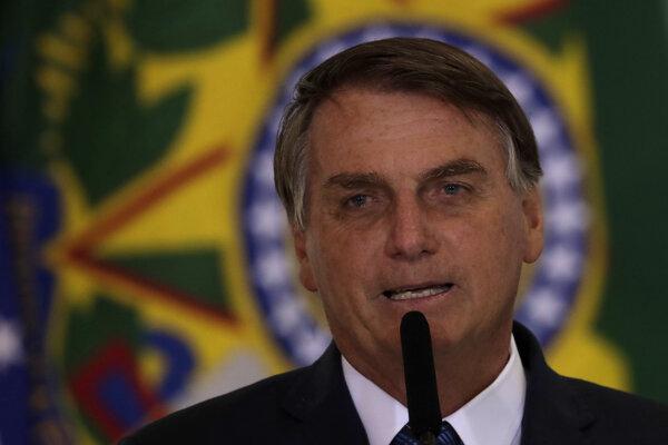 Brazílsky prezident Jair Bolsonaro pandémiu opäť zľahčoval.