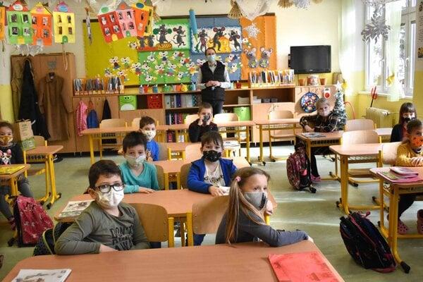 Situácia je vážna, všetky deti sa do škôl nedostanú.