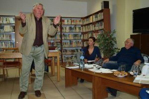Bratia Miroslav a Pavol Stanislav Piusovci počas besedy v knižnici.