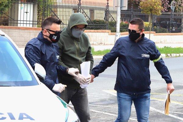 Martin Kvietik v rukách polície.