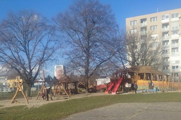 ilustračné foto: Niektoré detské ihriská dá mesto oplotiť.