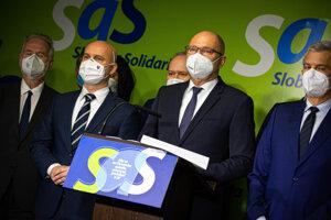 Strana SaS žiada odchod Matoviča z postu premiéra.