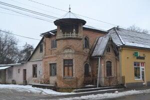Petrivaldského vila v Hnúšti.