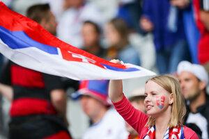 Slovenskí fanúšikovia počas EURO 2016.