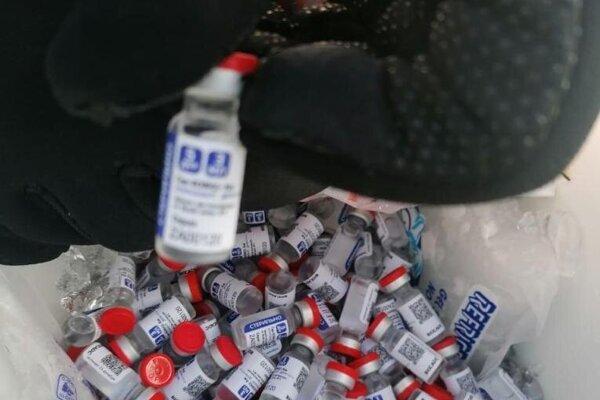 Viac ako tisíc ampuliek bolo ukrytých medzi nápojmi a zmrzlinou v dvoch chladiacich zariadeniach.