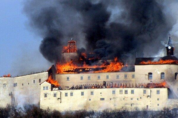Požiar národnej kultúrnej pamiatky trpko zasiahol historikov, ale aj turistov.