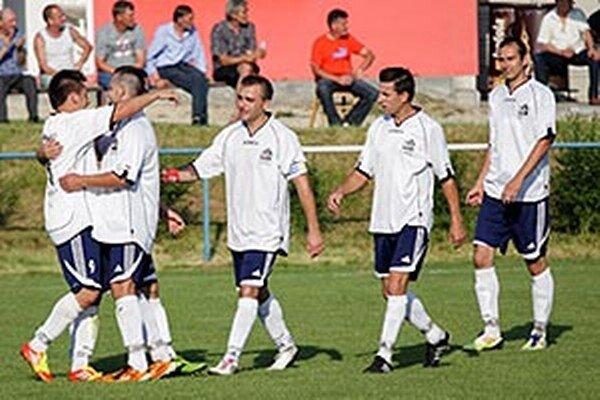Futbalisti Alekšiniec si zopakovali triumf zo sezóny 2010/11. Vtedy sa vedenie rozhodlo, že nepôjde do piatej ligy, teraz už túto možnosť využijú.