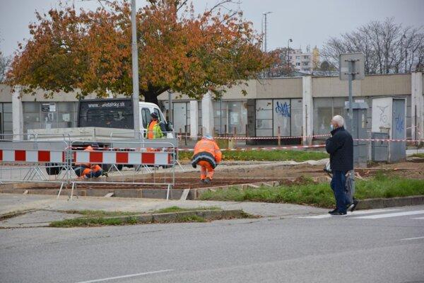 Jedno zo stojísk bude aj pri autobusovej stanici.