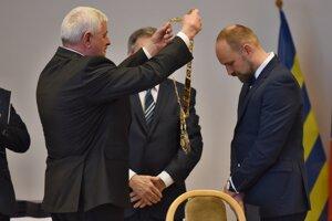 4. december 2017, Trnava. Nový predseda TTSK Jozef Viskupič počas ustanovujúceho zasadnutia nového Zastupiteľstva Trnavského samosprávneho kraja.