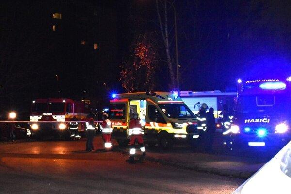 Nedávno na Vianoce zasahovali na Ovručskej ulici pre požiar, teraz na Veľkú noc pre vraždu.