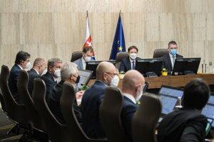 Prvé zasadnutie vlády Eduarda Hegera.