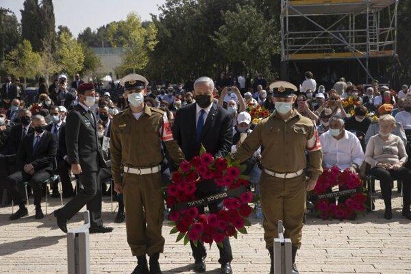 Izraelský premiér Benjamin Netanjahu pri pamätníku obetí a hrdinov holokaustu Jad va-šem v Jeruzaleme.