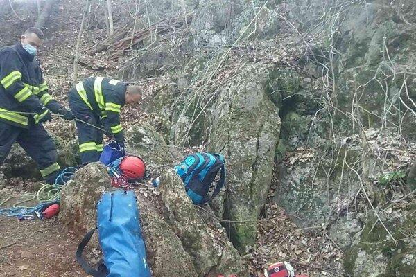 Záchrana osoby uviaznutej v jaskyni.