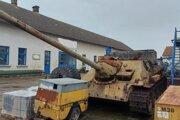 Muž v rámci zbraňovej amnestie odovzdal tank aj samohybné delo.