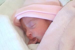 Nina Makáňova (2160 g a 43 cm) sa narodila 26. marca o 17.01 hodine rodičom Veronike Makáňovej a Patrikovi Makáňovi  z Devičian.