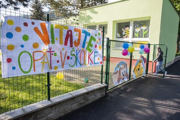 Takéto privítanie pripravili pre deti v jednej z materských škôl.