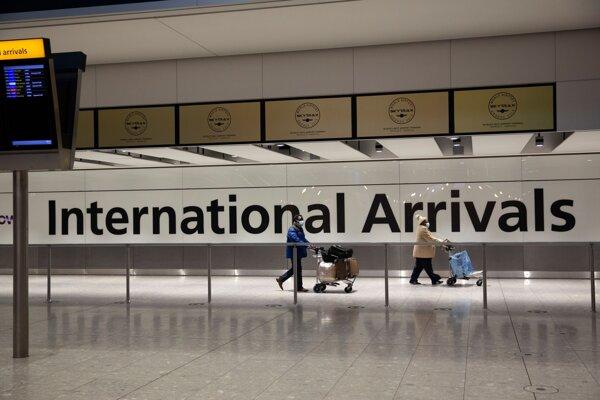 Hala na letisku Heathrow v Londýne.