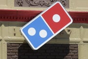 Logo Domino's Pizza.