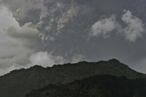 Sopka La Soufriére v severnej časti karibského ostrova Svätý Vincent.