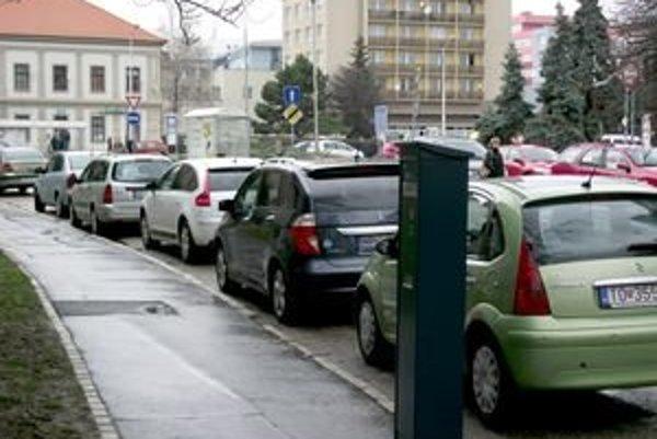 Nový parkovací automat na Hodžovej uliic. Zatiaľ nefunguje.