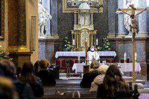 Kostoly sa opäť otvorili pre verejnosť.