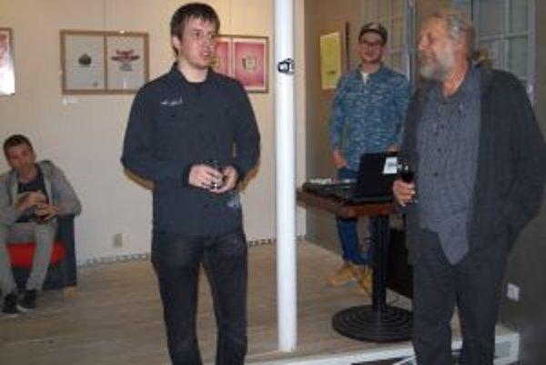 Otvorenie výstavy - zľava doktorand na UKF Zdenko Mago a fotograf František Kolář. Výstava potrvá do 14. marca.