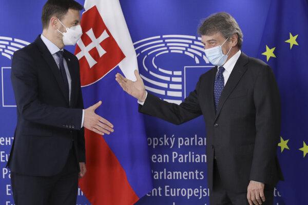 Premiér SR Eduard Heger a predseda Európskeho parlamentu David Sassoli.