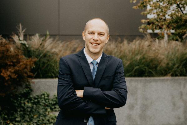 Marek Majdan je epidemiológ. V roku 2020 založil Inštitút pre globálne zdravie a epidemiológiu na Trnavskej univerzite.