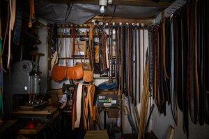 Ručne vyrobené remene, kapsy, puzdrá, mešce a náramky.