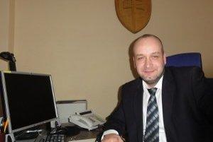 Prednosta Obvodného úradu v Nitre Martin Nemky hovorí, že kontakt so štátnou správou by sa mal pre občana postupne zjednodušiť.