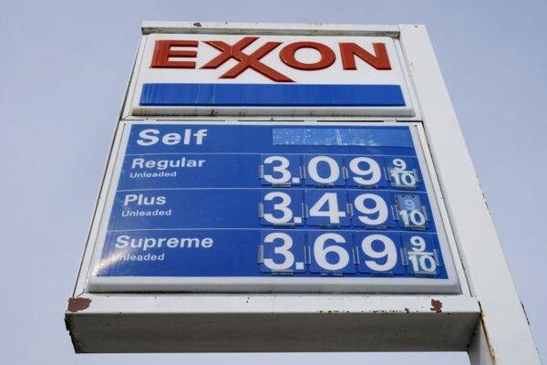 Tabuľa s logom koncernu Exxon na čerpacej stanici v americkom meste Filadelfia.