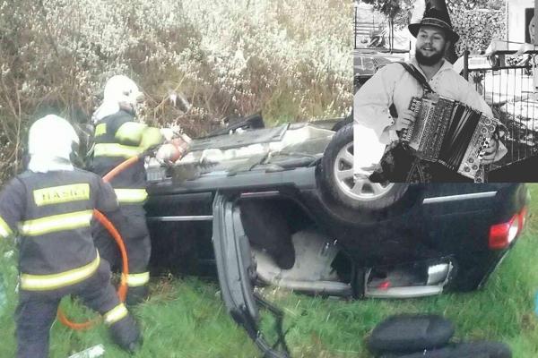 V havarovanom aute vyhasol život mladého folkloristu.