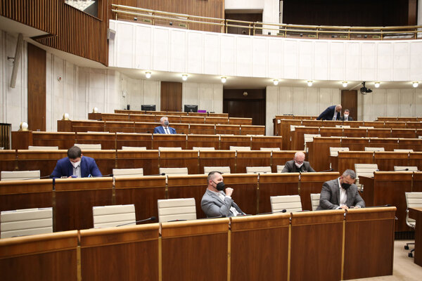 Atmosféra počas rokovania 27. schôdze Národnej rady.