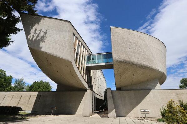 Múzeum SNP v Banskej Bystrici sa stane súčasťou Vojenského historického ústavu.