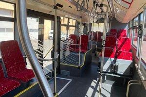 Interiér nového autobusu.