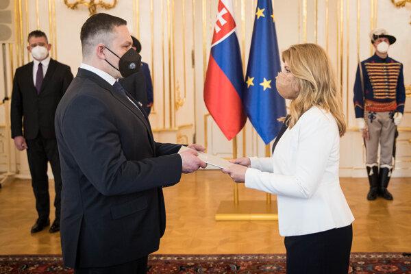 Prezidentka Zuzana Čaputová vymenovala Michala Aláča za nového riaditeľa Slovenskej informačnej služby.