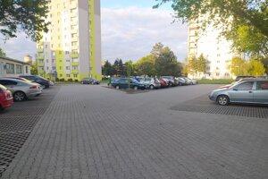 Poobede bolo parkovisko už takmer plné.