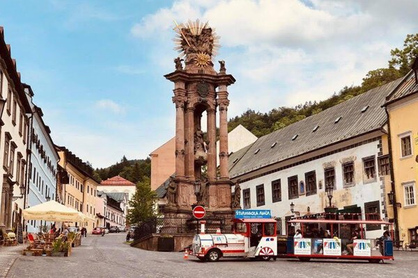 Vyhliadkový turistický vláčik bude turistov voziť počas letnej sezóny.