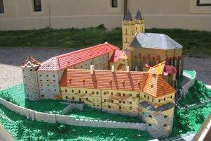 Michal Budinský vytvoril model Benediktínskeho kláštora v Hronskom Beňadiku za 15 mesiacov.