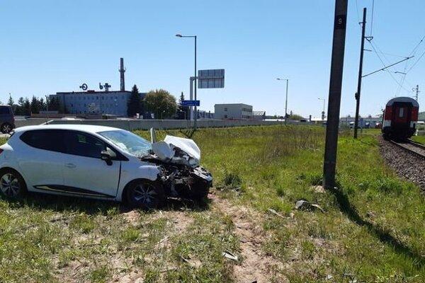 Auto má poškodenú prednú časť.