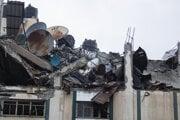 Trosky budovy v Gaze, ktorú zasiahol izraelský nálet.